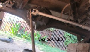 открутить фланец заднего редуктора ваз 2107