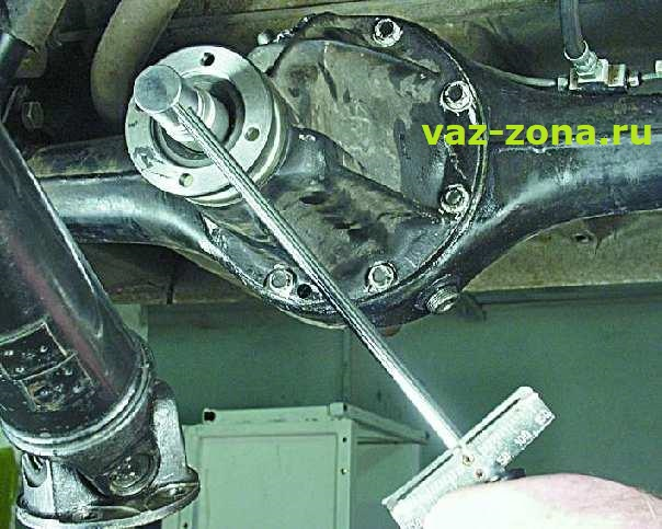 ваз 2107 усилие для откручиваем гайку заднего редуктора